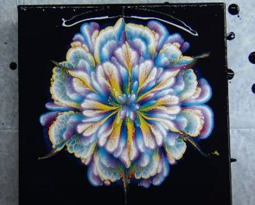 AMAZING acrylic pour FLOWER painting - Fluid Art