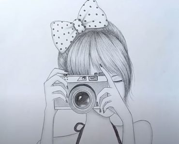How to draw a girl taking a photo for beginners