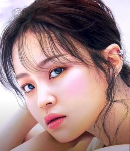 Lee Hi Drawing with pencil